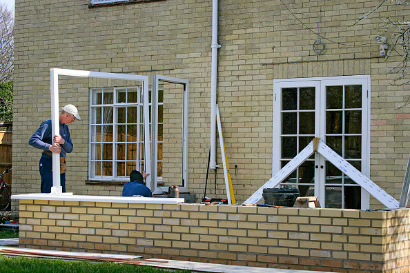 Brick Wall「Step by step construction of a conservatory」:写真・画像(4)[壁紙.com]