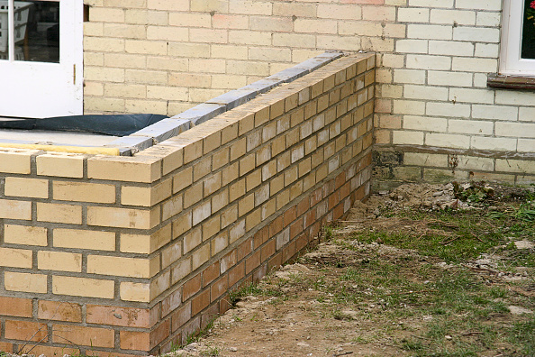 Brick Wall「Step by step construction of a conservatory」:写真・画像(0)[壁紙.com]