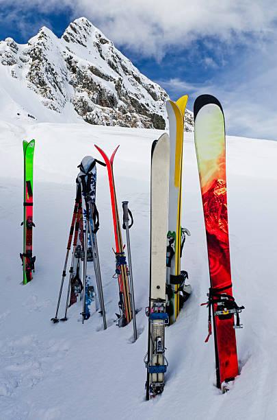 skis in snow:スマホ壁紙(壁紙.com)