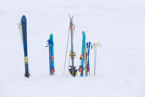 スキー「Skis in snow」:スマホ壁紙(6)