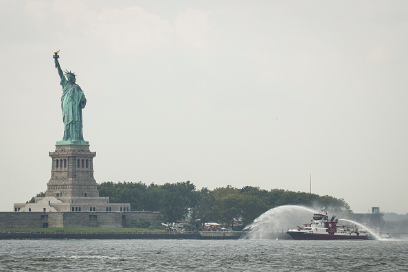 Fireball「New York's Liberty Island Evacuated After Fire Breaks Out」:写真・画像(19)[壁紙.com]