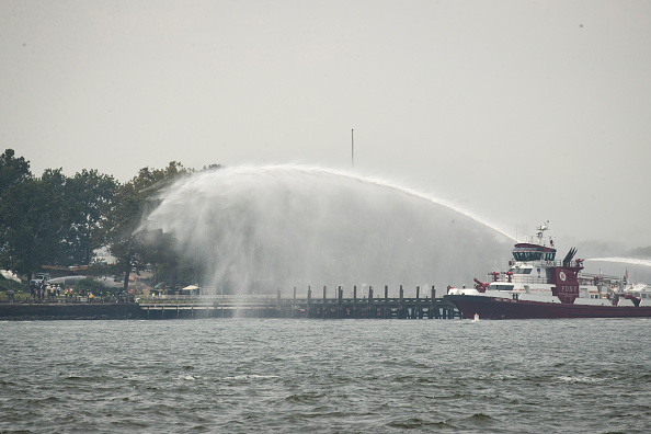 Fireball「New York's Liberty Island Evacuated After Fire Breaks Out」:写真・画像(17)[壁紙.com]