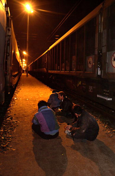 Sangatte「Refugees Caught By The French Railway Police」:写真・画像(10)[壁紙.com]