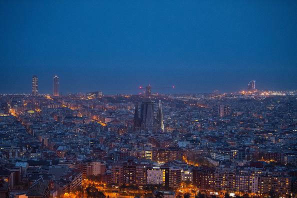 サグラダ・ファミリア「Dusk Over Barcelona Amidst The Coronavirus Pandemic」:写真・画像(18)[壁紙.com]