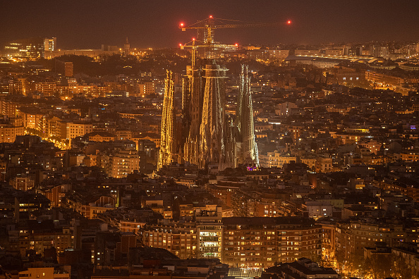 サグラダ・ファミリア「Dusk Over Barcelona Amidst The Coronavirus Pandemic」:写真・画像(5)[壁紙.com]
