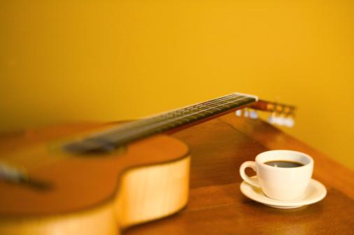Guitar「Acoustic guitar and teacup on table, focus on teacup」:スマホ壁紙(7)