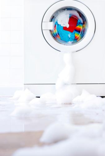 Washing「Leaking washing machine surrounded by bubbles」:スマホ壁紙(9)