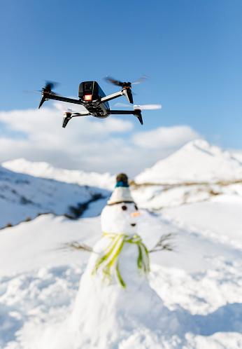 雪だるま「Spain, Asturias, drone flying in snowy mountains」:スマホ壁紙(6)