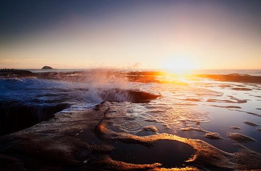 波「Muriwai Wave plateform, New Zealand」:スマホ壁紙(4)