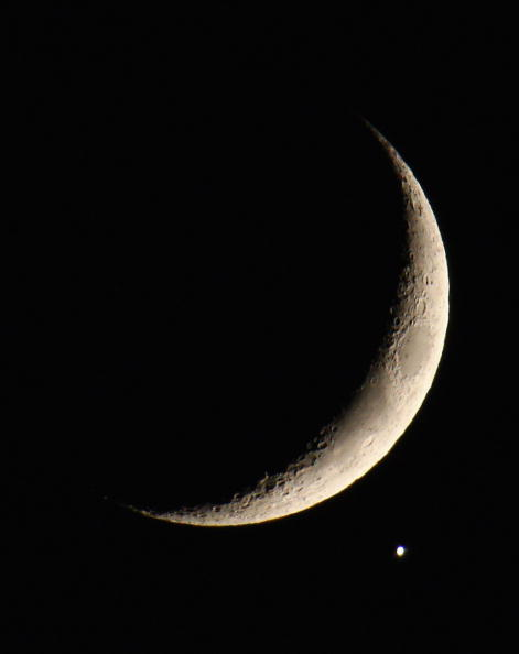 月「Planet Venus appears close to Crescent Moon」:写真・画像(19)[壁紙.com]