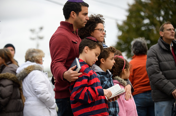 Pittsburgh「Pittsburgh Mourns Mass Shooting At Synagogue Saturday Morning」:写真・画像(17)[壁紙.com]