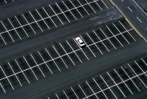 Parking Lot「Car in parking lot」:スマホ壁紙(1)