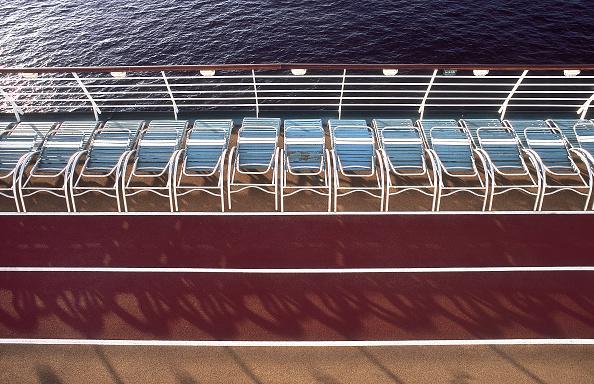 In A Row「Royal Caribbean Cruises Ltd (RCL)」:写真・画像(4)[壁紙.com]