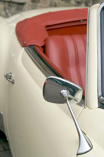 Restoring「Part of old white vintage convertible with red leather seats」:スマホ壁紙(12)