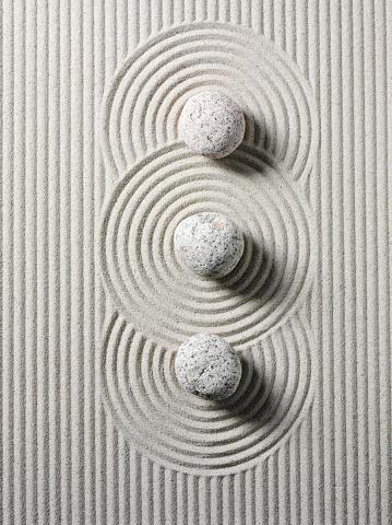 Vertical「Three Zen Stones and Circles」:スマホ壁紙(19)