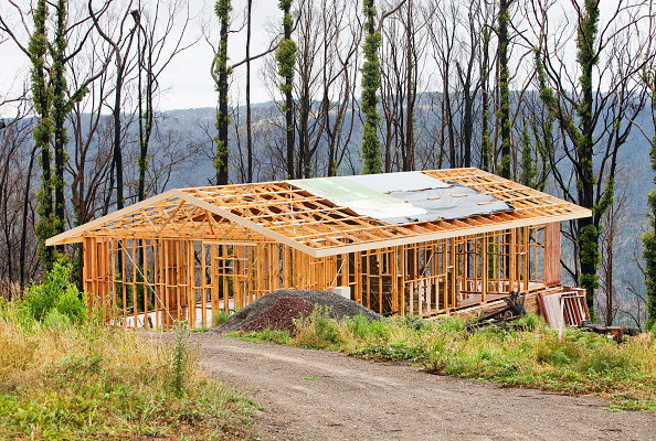 Rebuilding「Rebuilding houses at Kinglake which was one of the worst affected communities of the catastrophic 2009 Australian Bush Fires in the state of Victoria. 173 people were killed and many more left injured and traumatised, with 7000 left homeless. The fires w」:写真・画像(10)[壁紙.com]