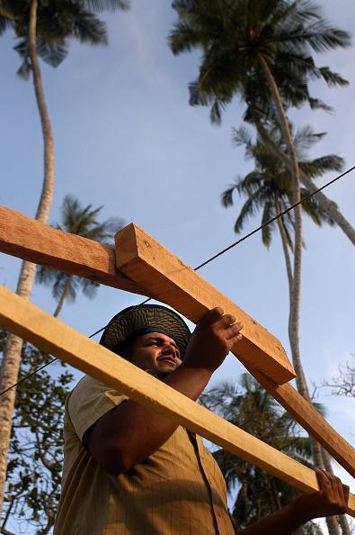 Mid Adult Men「Rebuilding after Tsunami, Sri Lanka」:写真・画像(12)[壁紙.com]