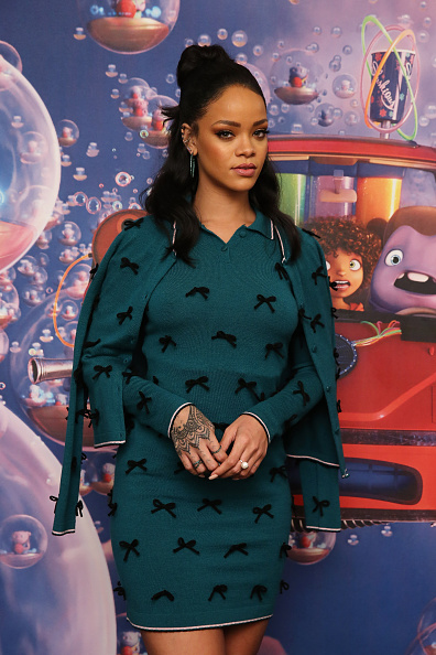 カメラ目線「Rihanna Promotes Her New Animated Feature 'Home'」:写真・画像(15)[壁紙.com]