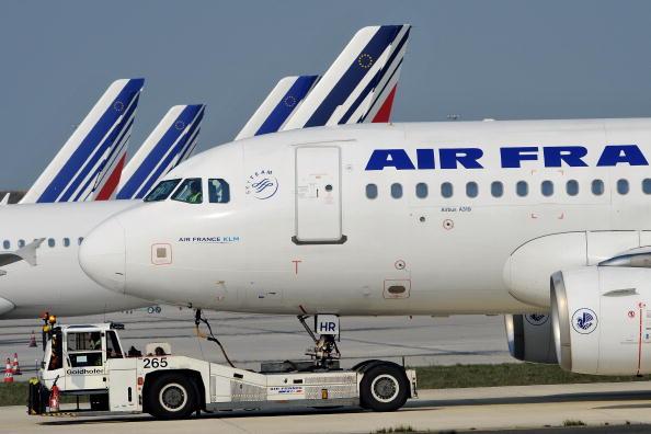 飛行機「French Airports Disrupted By Volcanic Ash Cloud」:写真・画像(12)[壁紙.com]