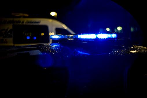 Emergency Services Occupation「Spain, Madrid, rain falling on a police car at night」:スマホ壁紙(17)