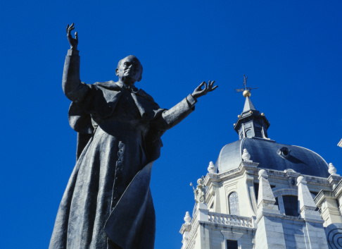 2002「Spain, Madrid, Cathedral of the Almudena, statue of Pope John Paul II」:スマホ壁紙(11)