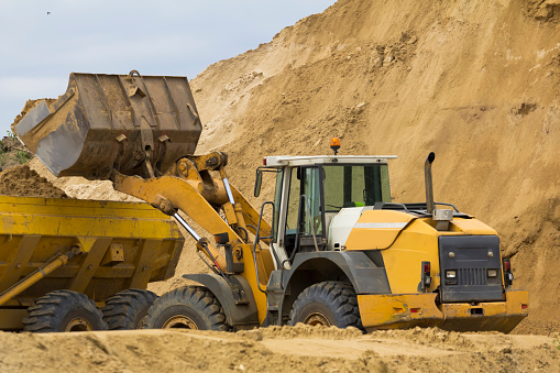 Earth Mover「Earth Mover loading ground to the dump truck」:スマホ壁紙(2)