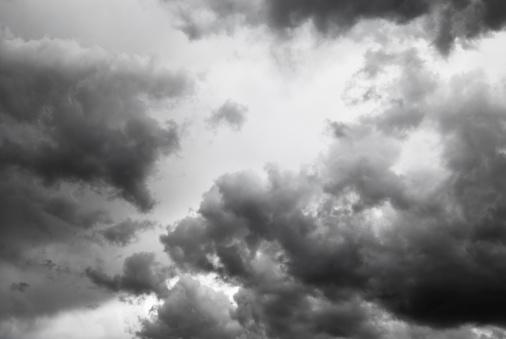 ハロウィン「暗い嵐雲」:スマホ壁紙(1)