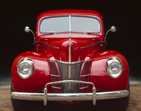 Old-fashioned「Classic car-Bright Red,front view-close-up」:スマホ壁紙(16)