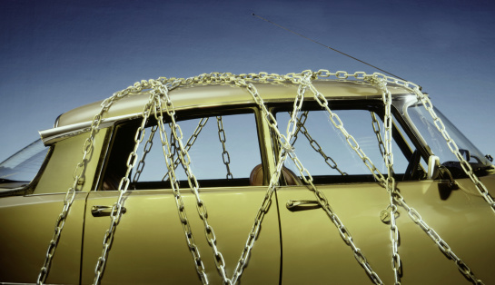 Durability「Classic Car Wrapped in Chains」:スマホ壁紙(19)