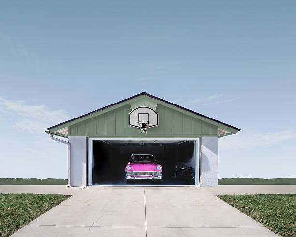 Classic Car in Suburban Garage:スマホ壁紙(壁紙.com)