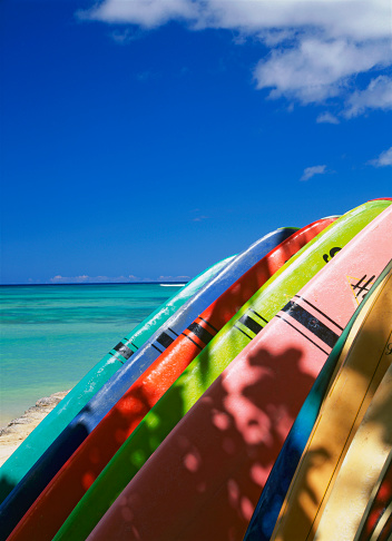 サーフィン「USA, Hawaii, Island of Oahu, Waikiki Beach, surfboards」:スマホ壁紙(5)