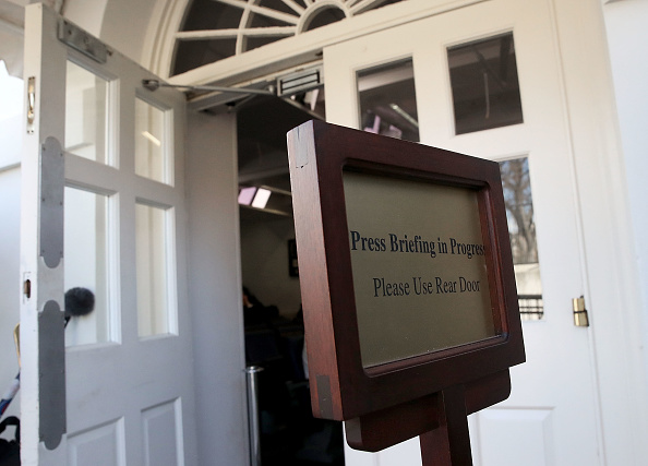 プレスルーム「Reporters From Multiple News Organizations Blocked From An Off-Camera White House Press Briefing」:写真・画像(10)[壁紙.com]