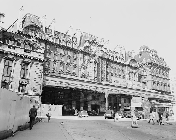 Medium Group Of People「London Victoria Station」:写真・画像(5)[壁紙.com]