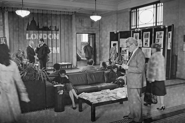 Terry Disney「County Hall Lobby」:写真・画像(19)[壁紙.com]