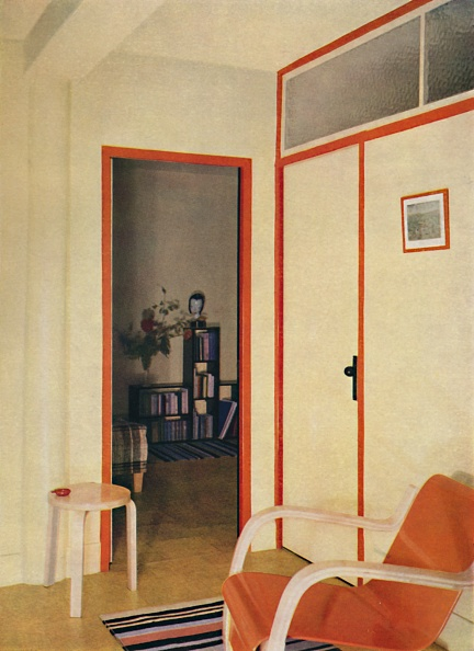 Chair「The Entrance Hall To Dr H J Modreys Flat At Highfield Court 1」:写真・画像(12)[壁紙.com]