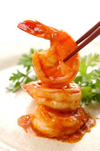 Chili Sauce「Plate of shrimps with chili sauce, close up, white background」:スマホ壁紙(12)
