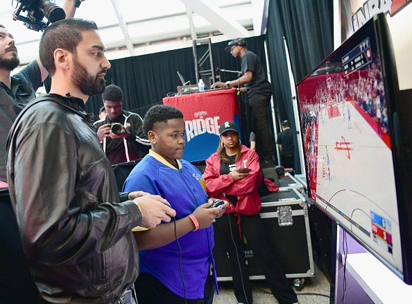 スポーツリーグ「Ruffles, the Official Chip of the NBA, and Presenting Partner of the NBA Celebrity All-Star Game unveils 'THE RIDGE' 4-Point During NBA All-Star Weekend」:写真・画像(11)[壁紙.com]