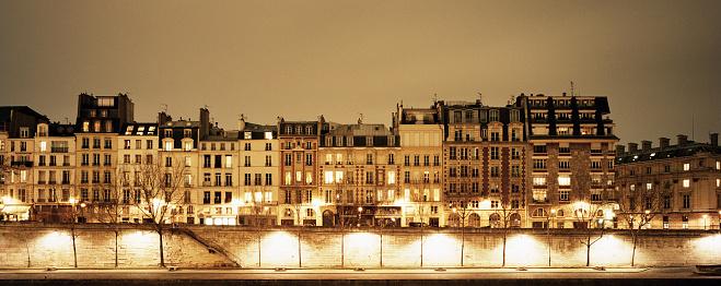 Conformity「Town houses along River Seine in Paris」:スマホ壁紙(8)