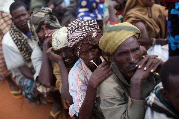 Hungry「Refugees Flock To Dadaab As Famine Grips Somalia」:写真・画像(13)[壁紙.com]