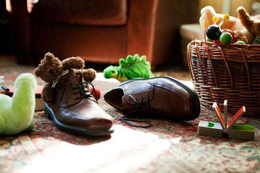 Rug「Child's toys inside adult's shoes」:スマホ壁紙(9)