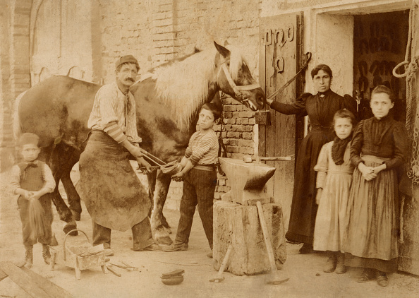 Craftsperson「The Family Of A Farrier At Work」:写真・画像(15)[壁紙.com]