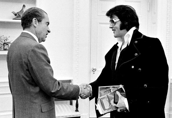 History「President Richard Nixon meets with Elvis Presley」:写真・画像(11)[壁紙.com]
