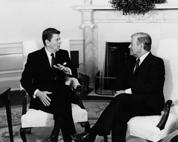 Consolidated News Pictures「Ronald Reagan And Helmut Schmidt」:写真・画像(0)[壁紙.com]