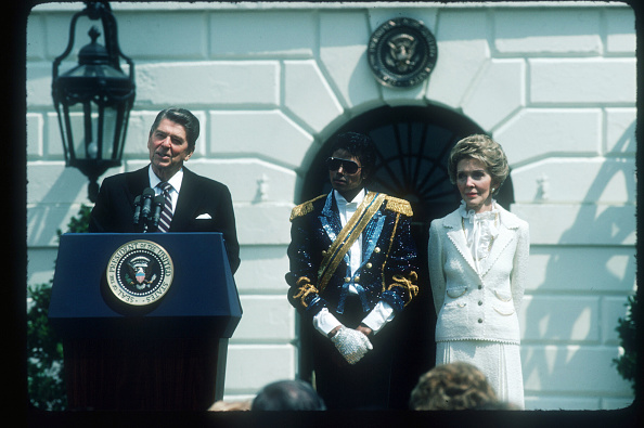 Gear「Michael Jackson Visits The White House」:写真・画像(2)[壁紙.com]
