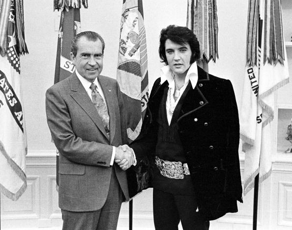 エルヴィス・プレスリー「President Richard Nixon meets with Elvis Presley...」:写真・画像(6)[壁紙.com]