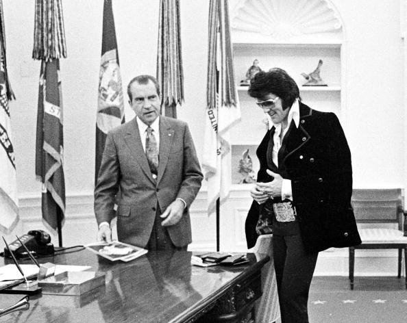 Meeting「President Richard Nixon meets with Elvis Presley...」:写真・画像(6)[壁紙.com]