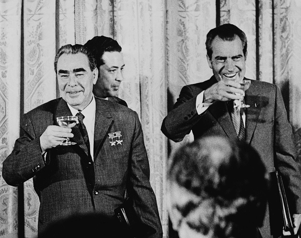 Drinking「Nixon And Brezhnev」:写真・画像(15)[壁紙.com]