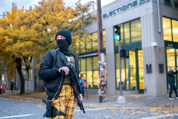 "Protestor「Protesters Hold ""Defend Democracy"" March In Portland」:写真・画像(5)[壁紙.com]"