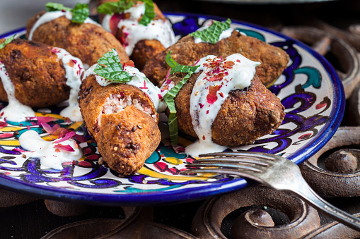 Middle Eastern Food「Kibbeh, oriental meat croquettes with yoghurt sauce on plate」:スマホ壁紙(19)