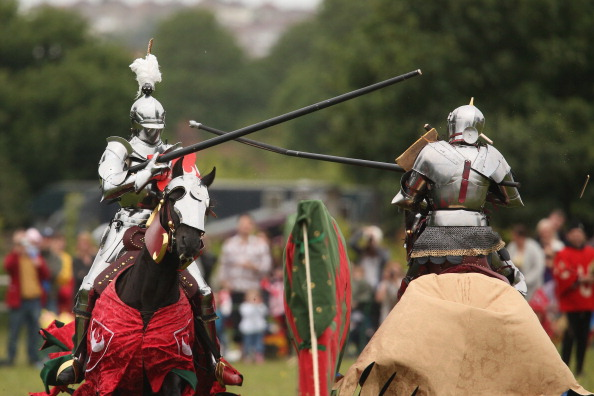 Traditional Clothing「Jousting Knights Re-enact Medieval Scenes」:写真・画像(13)[壁紙.com]